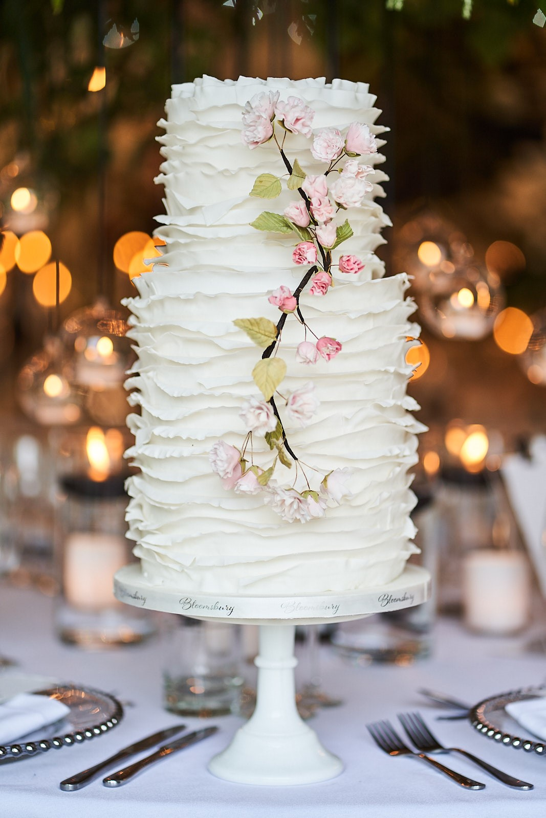 iscoyd-cake-white-ruffles-3