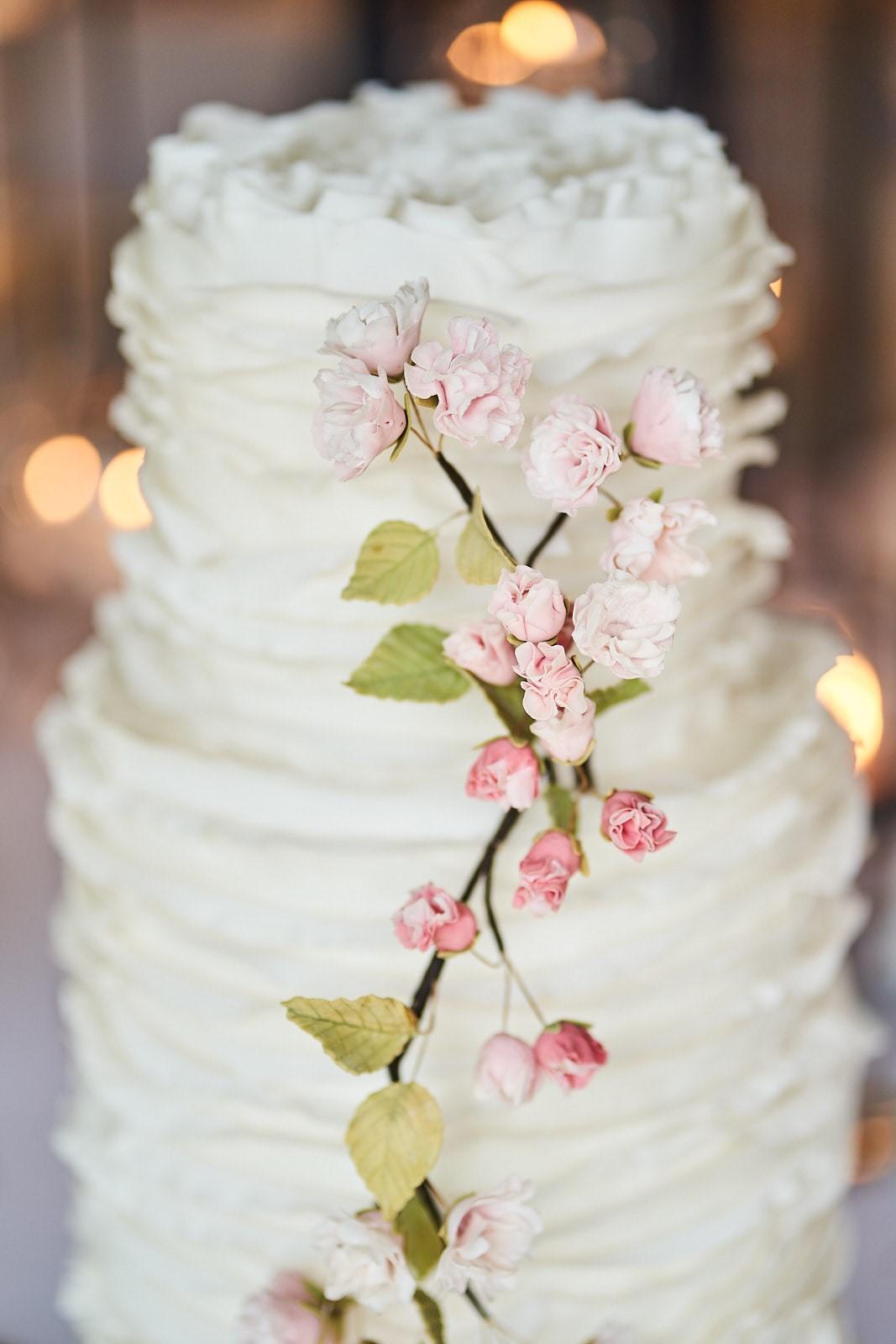 iscoyd-cake-white-ruffles