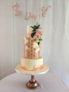 honeycomb-in-buttercream-wedding-cake